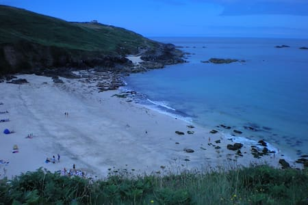 Coast Path break near Portheras - Pendeen - บ้าน