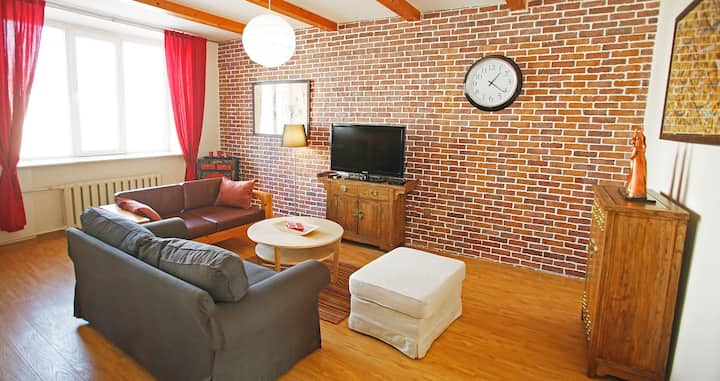 Central Well Furnished 1 Bed