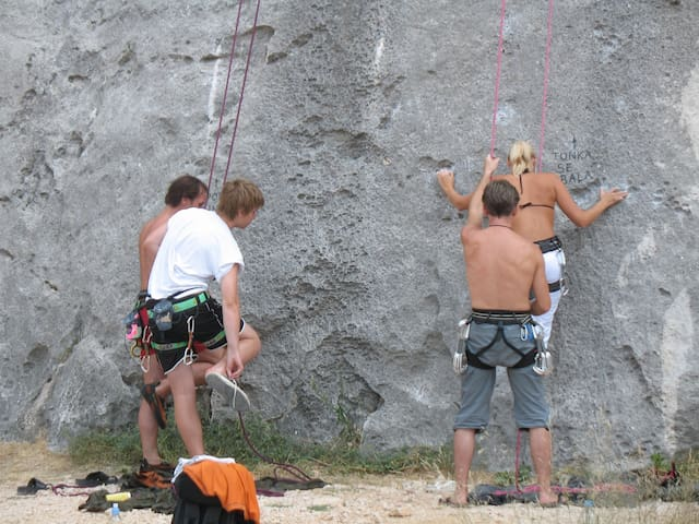 Free climbing near Cetina river