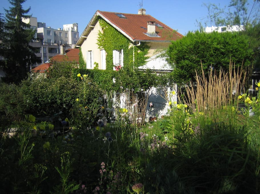 Une chambre en ville avec jardin maisons louer - Maison jardin orlando menu saint etienne ...