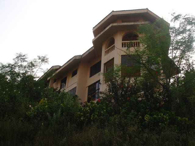 Hill Top bungalow with balcony kamshet lonavala.