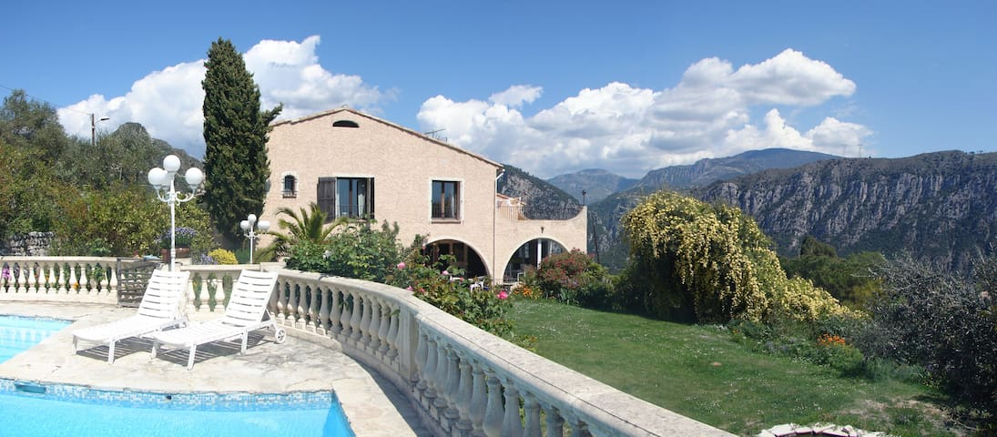 Rooms in a villa close to Nice - Bonson - Aamiaismajoitus