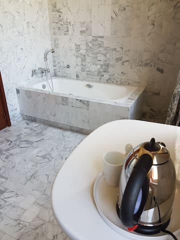 Chambre avec salle de bain privée - Villeneuve-d'Olmes - Dom