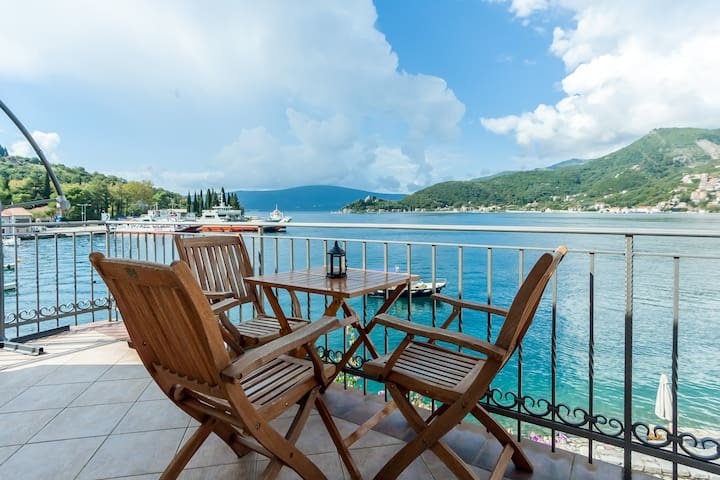 Family Sea View Villa at Lepetane - Tivat - Dom