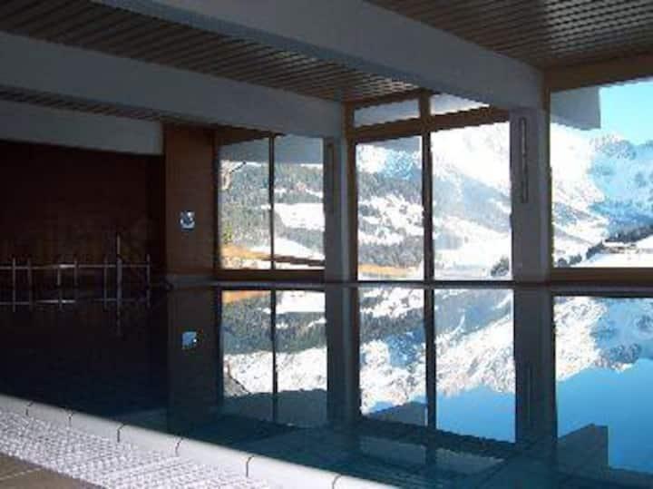 Appt. in heart of 4 ski resorts