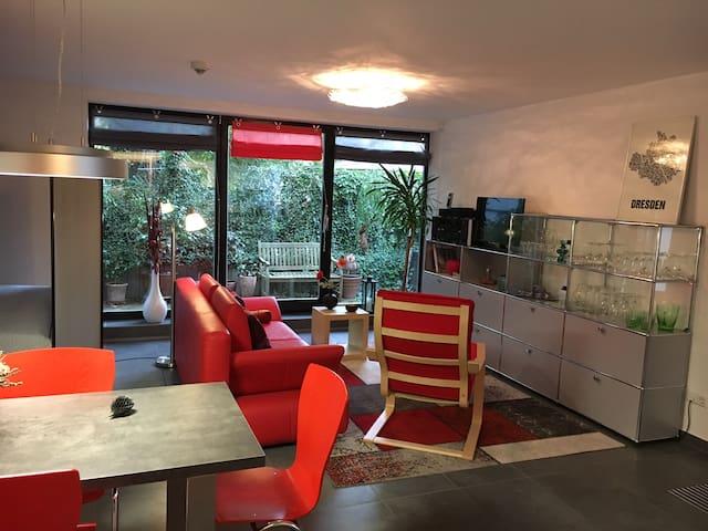 Moderne Einraumwohnung, ruhig / zentral gelegen.