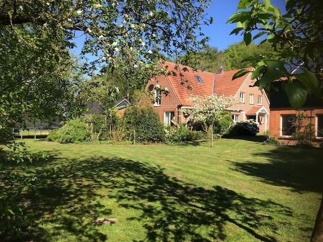 Schöne Ferienwohnung mit Garten, Küche und Kamin