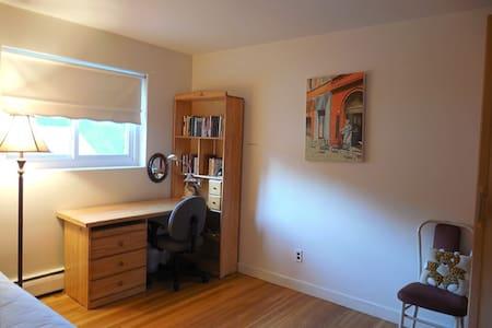 Quiet room in Lexington, Boston - Lexington