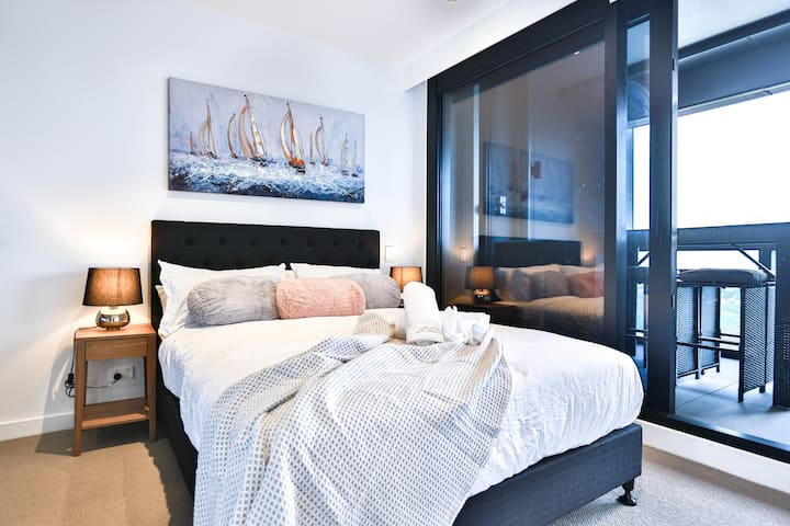Palatial Apartment S15-2A 2BR2BA*pool&gym*Box Hill