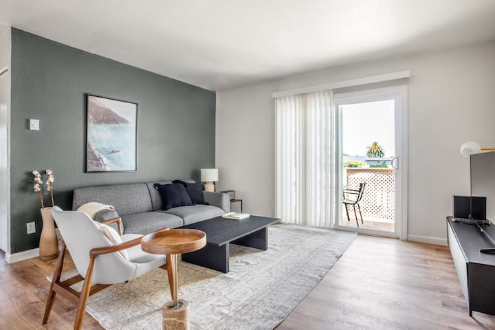 Fremont 2BR w/ Swimming Pool, by Blueground (SFO 358)