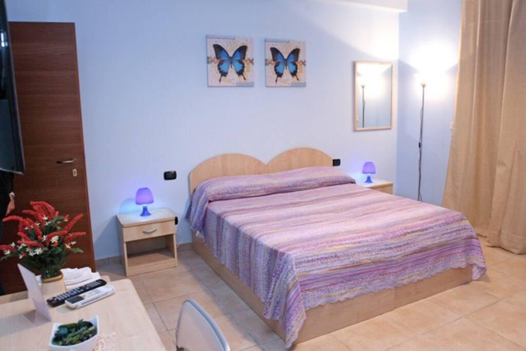 Camera Azzurra da 1 a 4 posti - Bed & Breakfast in affitto a Olivarella-Corriolo, Sicilia, Italia