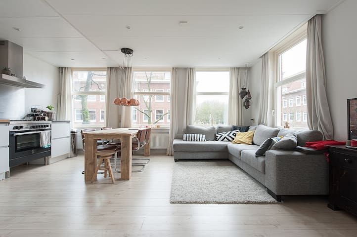 Bright and spacious corner apartment with parkview