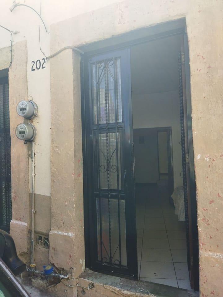 Pequeño dpto/2 habitaciones en centro histórico
