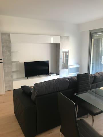 Appartement ensoleillé , 45 m2, avec parking privé