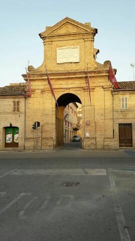 """""""L'arco di Porta Marina"""" very central apartment"""