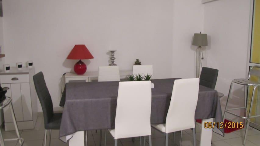jolie villa mitoyenne - Sainte Rose - Huis