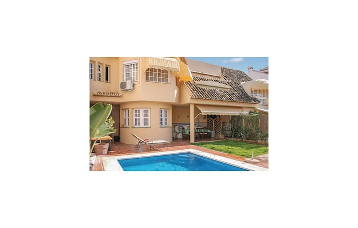 Amazing home in Fuengirola with WiFi and 6 Bedrooms