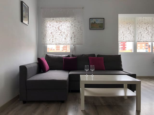 Elegantly decorated modern apartment (8min beach)