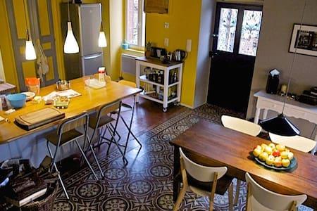 Maison de charme et chaleureuse avec jardin - Pouques-Lormes