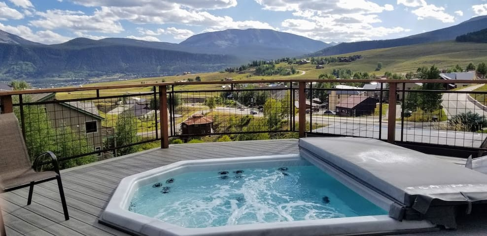 The absolute BEST hot tub views in Mt CB!