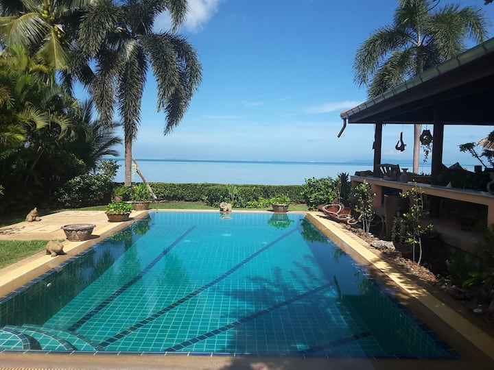 Luxury Beachfront Villa in Koh Samui