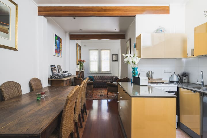 Surry Hills stylish home with Loft room in CBD