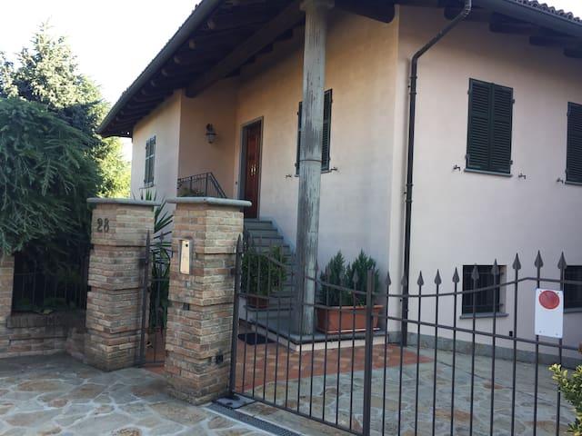 VILLA IUFRA a Castiglione Tinella