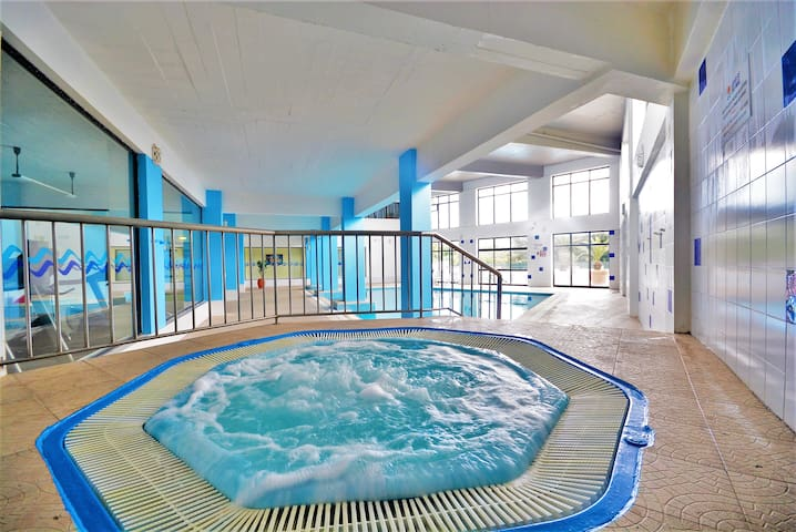 AlgarveShine with Indoor /Outdoor Pool and Jacuzzi