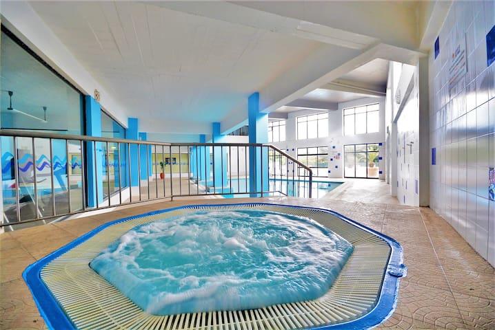 AlgarveShine with Indoor /Outdoor Pool and Jacuzzi