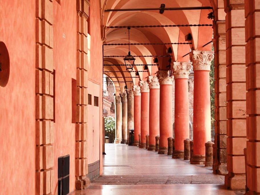 I tipici portici bolognesi sotto casa