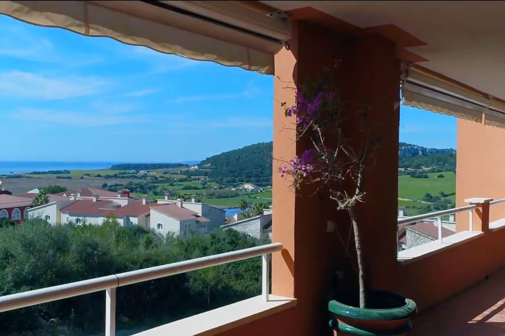 Vistas desde la terraza (campo y mar)