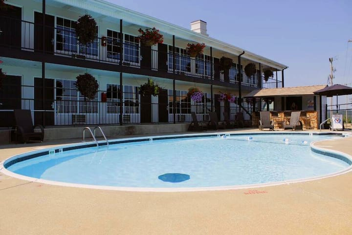 One-Bedroom Condo-  Our Pool is Open