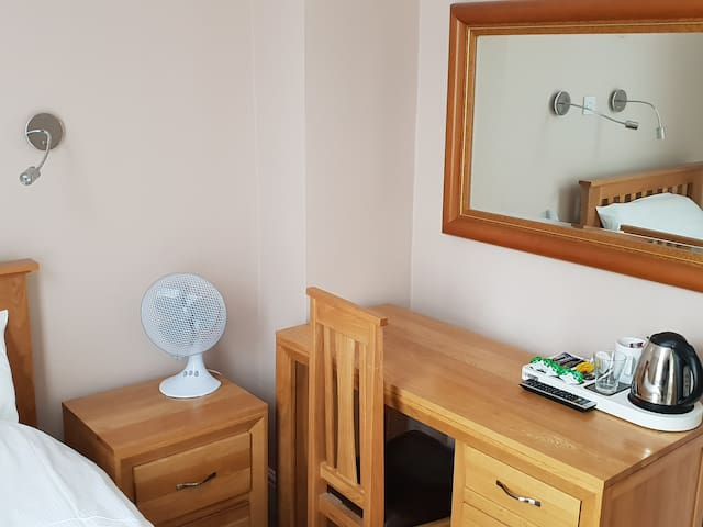 Single room-Ensuite with Shower