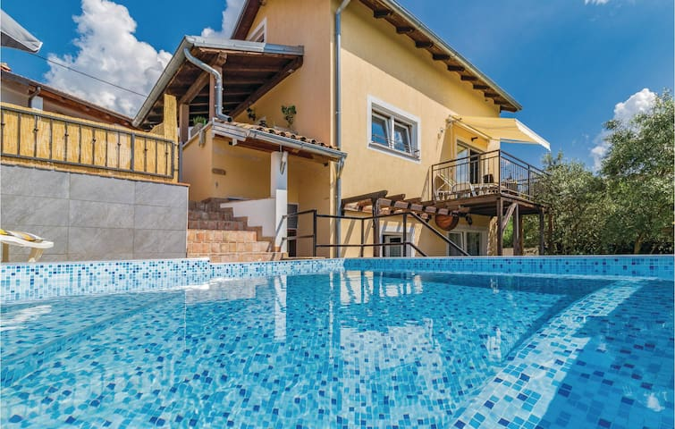 Holiday cottage with 3 bedrooms on 140m² in Sveti Donat