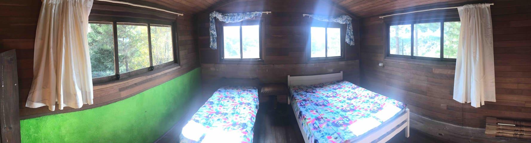 Panorâmica do quarto de cima (sótão).