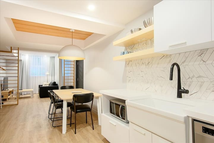Newly renovated romantic apartment in St-Roch