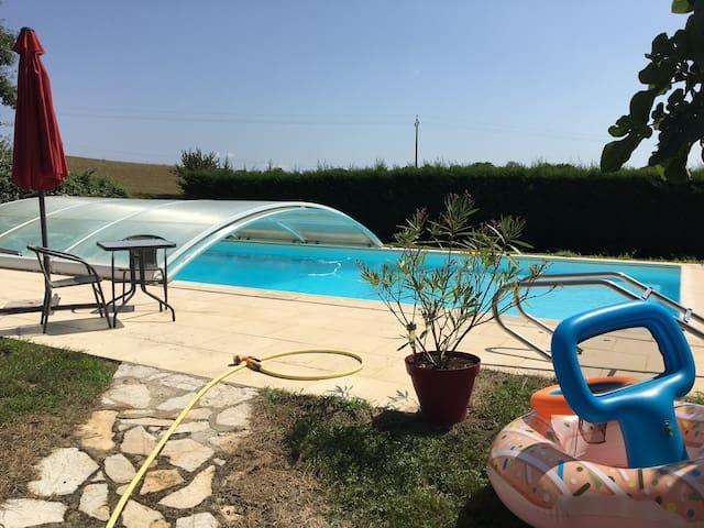 Gîte calme en campagne 50 m2 avec piscine et dôme