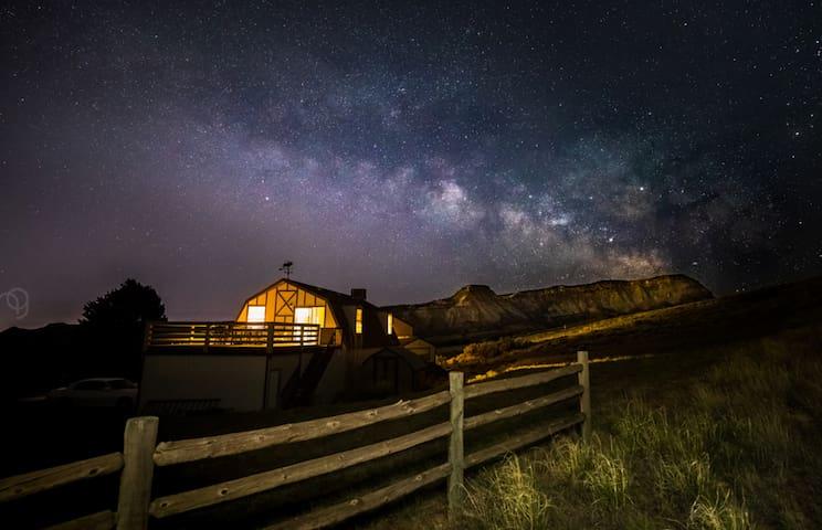 Retro/Rustic Getaway with Breathtaking Views