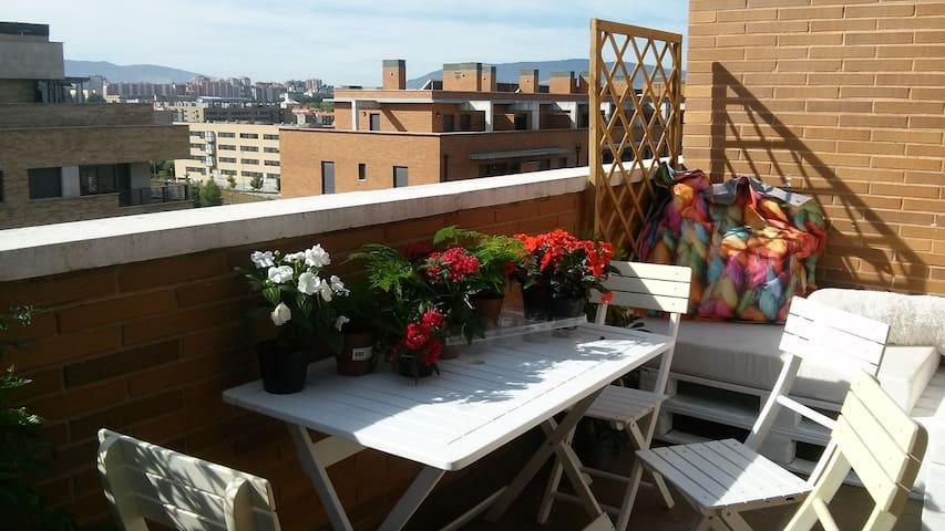 Precioso ático-apartamento con dos terrazas - Artica