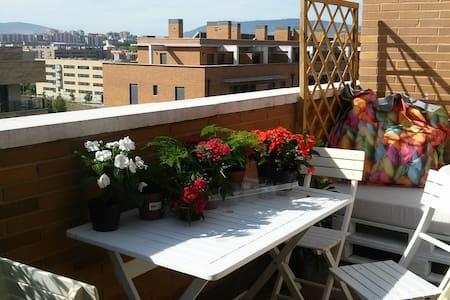 Precioso ático-apartamento con dos terrazas - Artica - Wohnung