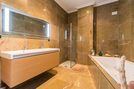 Jacuzzi suite - Madrid - Szoba reggelivel