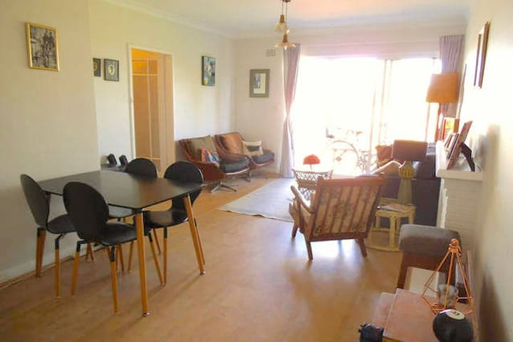 Hip, quiet apartment in leafy Sydney neighbourhood - Wollstonecraft, Sydney - Apartamento