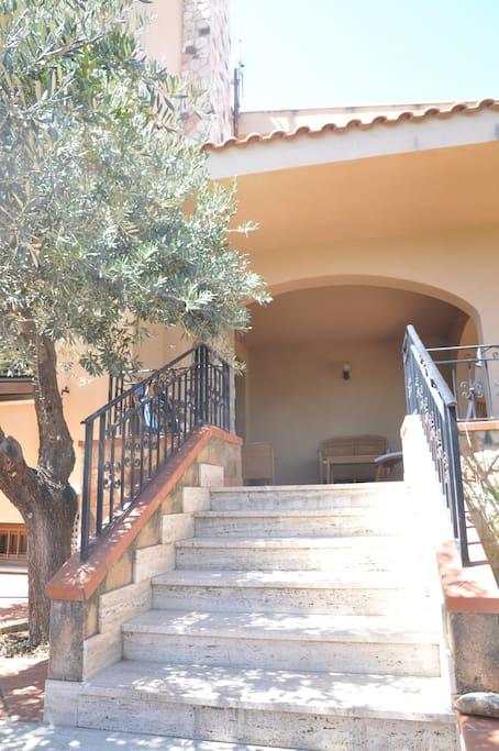 L'accesso al terrazzo di ingresso