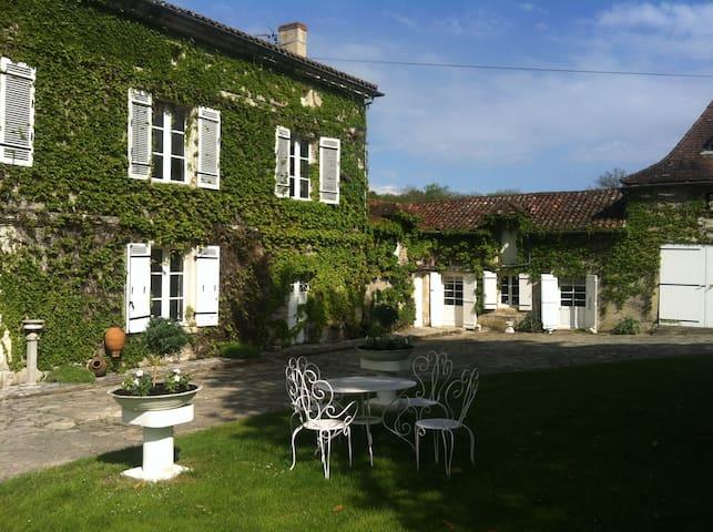 Chambre d'hôte de charme - Razac-sur-l'Isle - ที่พักพร้อมอาหารเช้า