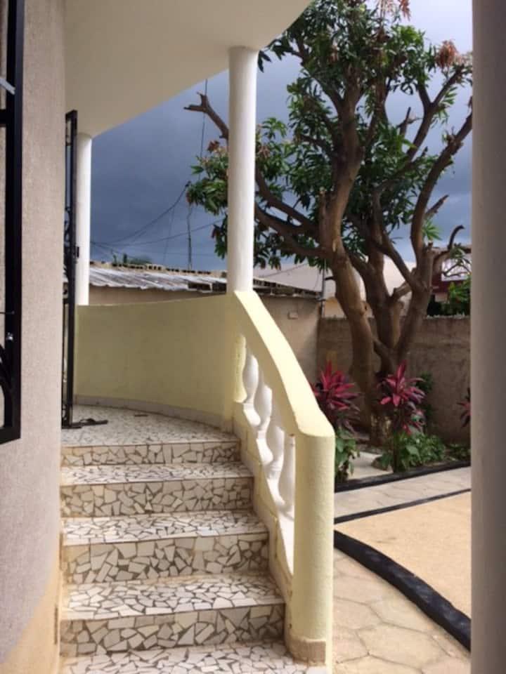 Maison Case avec piscine et clim à Saly Bambara