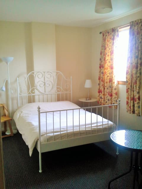Fresh comfortable double room in Glasgow West