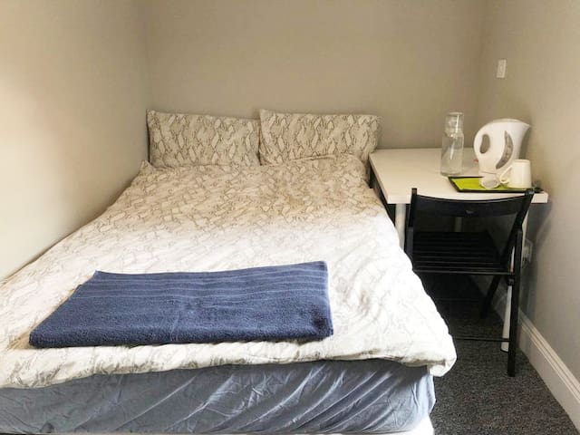 Large Separate Bedroom in Central Dublin