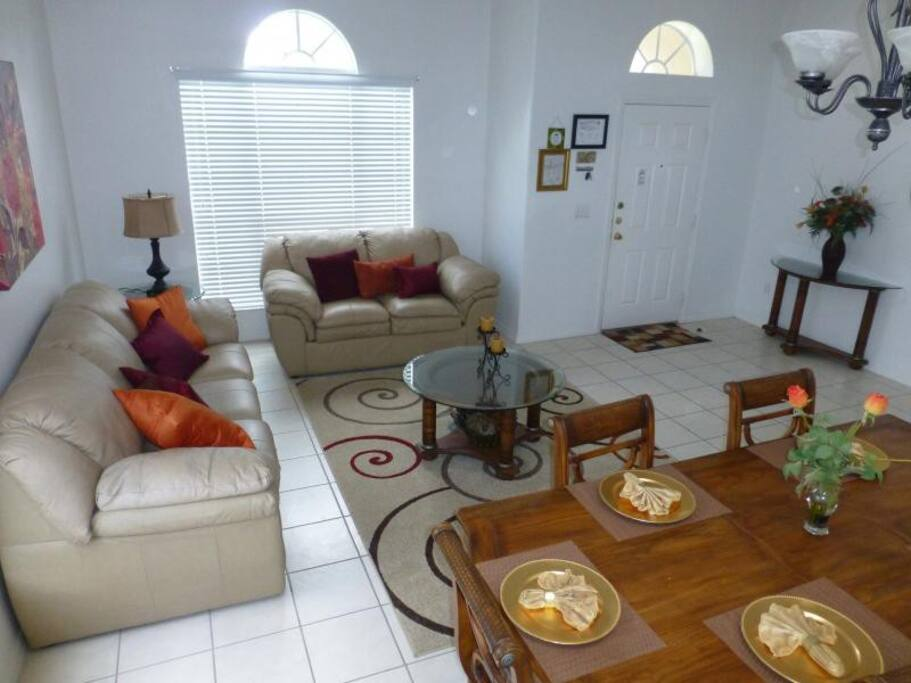 Entrance / Family room & Dining