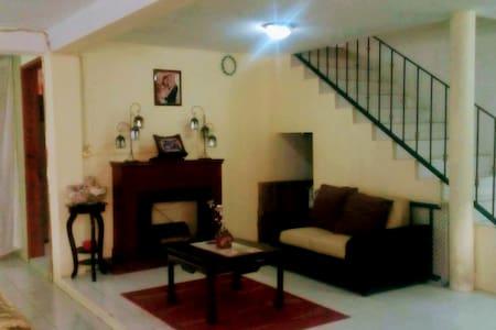 Casa con dormitorios individuales y/o compartidos - Ciudad López Mateos - Dům