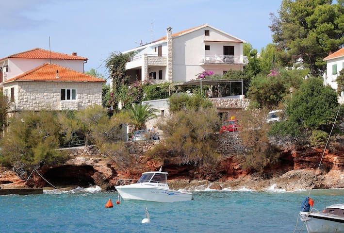 One bedroom apartment near beach Zavala, Hvar (A-124-b) - Zavala - Leilighet